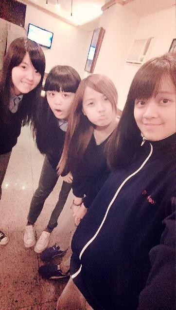 高一好姐妹(左1)