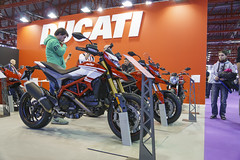 HYPERMOTARD 939 SP (MIKE_PIZZER) Tags: new red italy stand models version sp ducati 939 hypermotard motomadrid