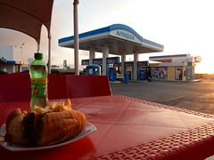Pause repas au milieu de nulle part (Waynuma) Tags: travel sunset food bus station nikon transport gas morroco maroc coolpix 7up afriquia nikoncoolpixs9900 s9900