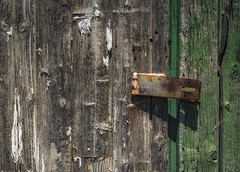Unlocked (Yewbert The Omnipotent) Tags: ontario canada barn nikon country worn dilapidated latch lightroom