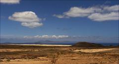 Parque Natural de Corralejo - Fuerteventura (JLL85) Tags: blue sea sky espaa costa azul landscape island mar sand lanzarote paisaje canarias arena amarillo cielo desierto vulcan canary seashore isla volcan corralejo