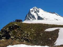Il bivacco Regondi (2594 m) e il Mont Gel (3519 m) (giorgiorodano46) Tags: mountain snow alps june by alpes neve alpen alpi 2010 valdaosta bivacco valledaoste valpelline montgel regondi bivaccoregondi giugno2010 giorgiorodano