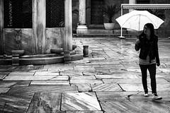 HISTOIRE D'EAUX (Florence Bonnin) Tags: street bw pluie istanbul turquie rue mosque individus