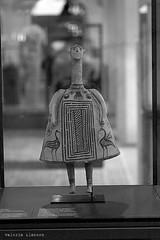 L1008787 (LaBonVampire) Tags: leica people paris france art museum zeiss louvre culture carlzeiss zm leicam8 teletessart485 teletessar85