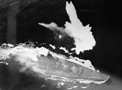 Japanese battleship Yamato under attack during Operation Ten-g April 7th, 1945 [520 x 385] #HistoryPorn #history #retro http://ift.tt/22o6qId (Histolines) Tags: history japanese during under attack x retro april timeline battleship yamato operation 1945 7th 520 385 vinatage historyporn histolines teng httpifttt22o6qid