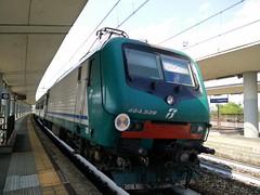 E464.528 REG 2594 a Lingotto FS (TO) (simone.dibiase) Tags: e464 regionale veloce torino porta nuova lingotto ferrovie dello stato trenitalia xmpr 528 rgv reg 2594 fs italiane passeggeri treno train station pax