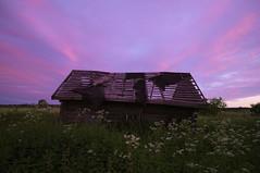 Old house (Vladimir Naumov) Tags: roof sunset sky house colour field landscape fuji russia country wideangle oldhouse fujifilm russian tarusa xe1 kalugaregion photoninja fujifilmx xf14mmf28 burinovo