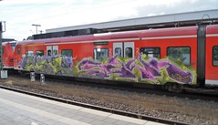 Graffiti (Honig&Teer) Tags: hbf hauptbahnhof spraycanart sport sbahn steel graffiti honigteer db deutschebahn dbregio eisenbahngraffiti eisenbahn railroad railroadgraffiti train treno traingraffiti trainart aerosolart bombing vandalismus vandalism