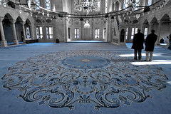 That's a carpet! (Bahanick --(Next upload: Istanbul shots)) Tags: camera blue original light tower art colors up look composition contrast turkey dark for reflex raw torre foto with arte bright image sofia good picture shapes istanbul palace mosque spices egyptian saturation su ottoman bazaar visual emotions per curiosity colori topkapi harem con luce bosphorus romanic minarets cistern forme sensation galata hagia riflesso moschea composizione scuro sensazioni immagine turchia emozioni suleymaniye chiaro bosforo tonality costantinopoli egizio bisanzio visivo solimano