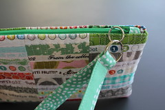 Selvage tutorial pic 15 (B's Modern Quilting) Tags: quilt machine fabric giveaway zipper tutorial wristlet selvage
