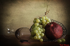 Pomegranate and grapes (Tarek khouzam) Tags: stilllife glass fruits wine juice pomegranate grapes naturemorte naturamorta bodegones bodegone blinkagain