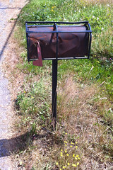 Grate Mailbox_0645 (Mike Head - Jetwashphotos) Tags: canada mailbox rural iron bc mail britishcolumbia country rusty armored extra abbotsford fraservalley lowermainland irongrate westerncanada bradner canadianwest pipestand extraprotection slightlybashed