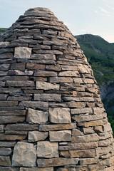 Pierres sches (Groume) Tags: sculpture publicart cairn goldsworthy artpublic andygoldsworthy alpesdehauteprovence sentinelle authon valleduvanon