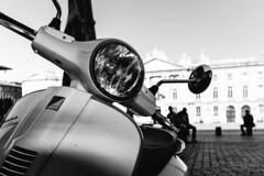 Arrt au Cap' (Cedpics) Tags: summer france square vespa place terrasse scooter toulouse piaggio capitole thephotographyblog