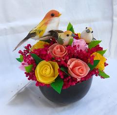 composizione floreale con uccellini