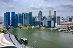 Singapore (Edi Bhler) Tags: sky building nature clouds natur himmel wolken structure highrise waters bauwerk gebude berdendchern hochhaus gewsser 28300mmf3556 erhht nikond800 aufgebude