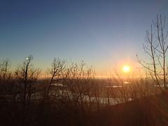 Fine del Giorno (Enrico Conte) Tags: italien winter sunset sky italy panorama verde water landscape lago italia tramonto day clear cielo sole acqua inverno azzurro riflessi montagna lombardia varese paesaggio giorno prealpi laghi lagodivarese enricoconte