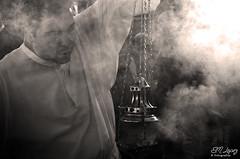 El perfume de Doa Cuaresma... (E.M.Lpez) Tags: blancoynegro luz monocromo blackwhite andaluca perfume invierno fe humo febrero jan cofrade virado botafumeiro procesin incienso 2015 pasin fervor monaguillo olor liturgia devocin cofrada cuaresma procesional alcallareal incensario cortejoprocesional sierrasurdejan