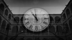 Contando las Horas (Ivan_Fle) Tags: blackandwhite clock spain sony valladolid reflejo reloj nex6 sonynex6