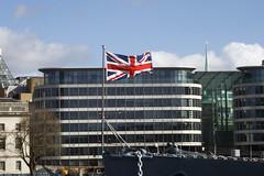 BREXIT (jchaffaux) Tags: londres angleterre immeuble drapeau proue