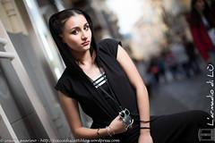 IMG_4575-Modifica-2 (traccediscatti) Tags: donna moda piano sguardo primo nero ragazza pubblicit mora modella abbigliamento allaperto accessori cappuccio