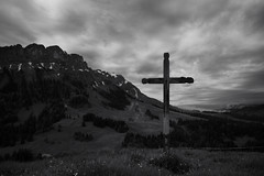 the Wild West of Lucerne (2) (Toni_V) Tags: leica bw monochrome landscape schweiz switzerland blackwhite europe cross suisse hiking 28mm luzern rangefinder unesco kreuz mp svizzera schwarzweiss lucerne wanderung 2016 hasle svizra sep2 voralpen leicam entlebuch elmaritm messsucher 160528 typ240 toniv biosphreentlebuch hasleschimbrigflhli m2400269