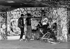 The meet up. (James Thomas 10375) Tags: park street people white black london boys westminster bike bicycle canon graffiti paint lads spray southbank ii skate graffitti l walls usm f28 ef 2470 canoneos5dmarkiii
