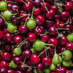 Cireres i Sermenyes (ancoay) Tags: red food verde green fruit rojo cherries pears comida fruta vermell stillife menjar verd fruita peres cireres peras cecerzas canon600d ancoay