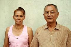 husband wife (the foreign photographer - ) Tags: portraits canon thailand kiss bangkok husband wife khlong bangkhen thanon 400d