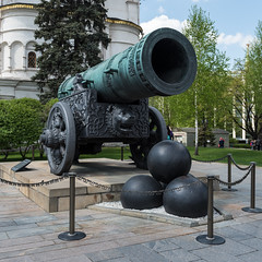 die grsste Kanone der Welt (swissgoldeneagle) Tags: big russia moscow gross cannon d750 ru moskau biggest 1x1 cannonball cannonballs moskva kreml kanonenkugel  kanone russland groesste kanonenkugeln  grsste