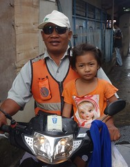 motorcycle taxi driver and child (the foreign photographer - ) Tags: portraits thailand sitting child bangkok taxi sony leg motorcycle driver khlong bangkhen thanon rx100 dscjun182016sony