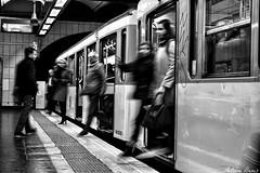 Mtro, boulot, dodo... (tione76) Tags: mtro paris noir blanc black white tione76 nikon d5300 flou france tram rail station