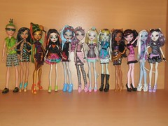 Greetings from Scaris, 9-5-13 (meike__1995) Tags: abbey monster high doll frankie cleo mattel deuce rochelle catrine lagoona 2013 ghoulia scaris clawdeen draculaura skelita jinafire