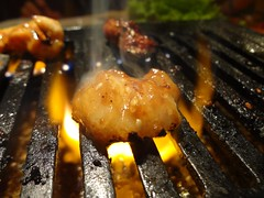 Burning Fatty Beef Small Intestine! @Stamina-En, Hongmeilu, Shanghai (Phreddie) Tags: china food beer night japanese restaurant yum shanghai beef bbq meat eat korean barbecue friday tgif yakiniku staminaen 130524