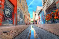 Venceremos (marcovdz) Tags: street france reflection art wall painting marseille mural peinture reflet gutter provence rue hdr cheguevara fresque murale coursjulien 3xp caniveau ruebussylindien