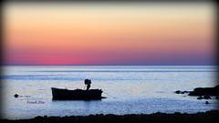 ... separati da una linea irrangiungibile (FranK.Dip) Tags: sunset sea italy boat fishing fisherman barca italia tramonto mare barche pesca salento puglia vacanza vacanze brindisi orizzonte pescatori frankdip costanordbrindisi