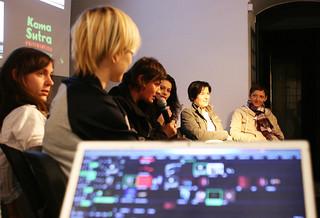 Okrogla miza Alternativni ritmi; Nina Hudej, Nina Dragičević, Nataša Sukič, voditeljica Urška Sterle, Mojca Krevel; Ksenija Jus