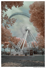 Greenwich Wheel (Aitor Escauriaza) Tags: london d50 ir nikon sigma infrared 1020 r72 aitorescauriaza vision:outdoor=0926 vision:sky=0596