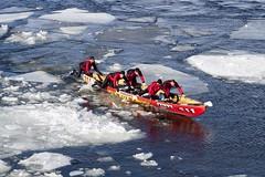 Dfi canot  glace 30500 (Paul Leb) Tags: canada canon montral quebec hiver canoe qubec canot glace fleuvesaintlaurent canoneos50d canotglace icecanoe icecanoechallenge montralicecanoechallenge