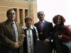 Con mi yerno Enrique Vicuña Briones, mi esposa Ana Rosa Alfaro Robledo y mi hija Marcela Pérez Alfaro. Martes 18 de abril de 2006.