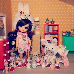 Bunnies everywhere ^^ (~ Nika ~) Tags: winter rabbit bunny yellow easter miniature families tan rement dollhouse tanned lami latidoll sylvanian lati