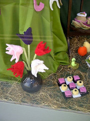tulips knitted (vw4y) Tags: wool tulips knitted marketstreet windowdisplay newtown powys eyecatching liquoriceallsorts drafts woolshop