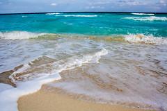 Cancun (Isadora Camargo Pacher) Tags: sea sun sol praia beach mexico hotel la mar fiesta playa bikini mexicanos mojito americana cancun vacations roo ferias quintanna