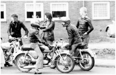 Terug naar de 70's, de Wielewaal (Rotterdam) (Arjan N.) Tags: zvc zundapp ks50 ks100 ks125 ks cs50 motorrad motorfiets brommer bromfiets zundappnl ss50 zuendapp motorräder mokick motorcycle moped 517 ks80 ks175 gts50 kleinkraftrad