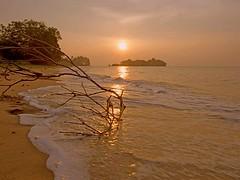 P8291367 ~ mentari terbenam [explore May 5, 2016] (achem74) Tags: trip travel sunset beach coast places olympus malaysia melaka olympuscamera mirrorless telukgong pengkalanbalak olympusomd olympusem5