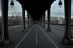 Passione fotografia (patimoraffaella) Tags: paris love relax strada metro ponte cielo palo francia metropolitana architettura luce parigi giorno perfetta allaperto simmetrico