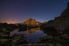 LUZ DE LUNA (Emilio Rodrguez lvarez) Tags: sea moon luz night canon landscape eos noche mar spain corua paisaje luna galicia 7d estrellas nocturna pea ortigueira contaminacin furada