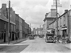 Street, Athy, Co. Kildare (National Library of Ireland on The Commons) Tags: horse castle tricycle garage explore crown trike dust dooley 20thcentury eason automobiles glassnegative shoeless athy countykildare nationallibraryofireland leinsterstreet exidebatteries whitescastle easonson easoncollection easonphotographiccollection