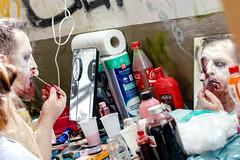bisschen hbsch machen (Rainer Lonsing) Tags: zombie event farbe maske verkleidung schminken