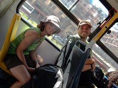 """Quito: dans le bus pour se rendre à la gare de bus pour Latacunga, qui se trouve à 10kms de notre hôtel <a style=""""margin-left:10px; font-size:0.8em;"""" href=""""http://www.flickr.com/photos/127723101@N04/27408683866/"""" target=""""_blank"""">@flickr</a>"""